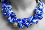 Handgemaakte ketting medaillon van glas delfsblauw
